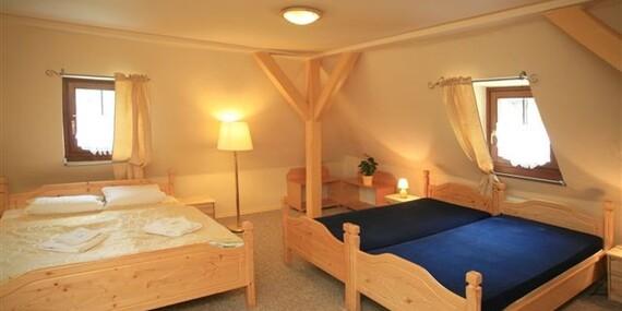 Odpočinek v Božím Daru: Hotel Zelený Dům, přímo u Ježíškovy cesty s polopenzí a zapůjčením trekingových holí/Krušné hory - Boží Dar