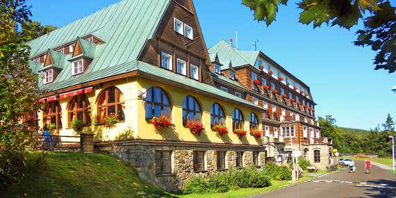 Barevný podzim na Pustevnách v hotelu Tanečnica*** s polopenzí a bazénem, jen 500 m od nové stezky v korunách stromů/Beskydy - Prostřední Bečva/Pustevny