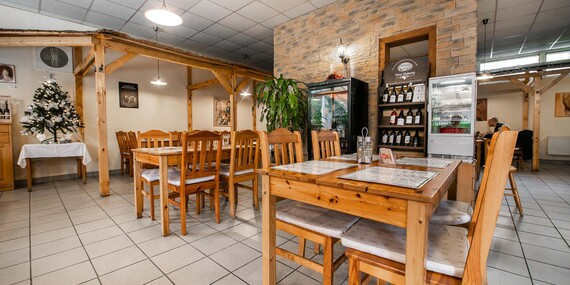 Bravčová panenka a pohár vína v Pizza & grill Búdková/Bratislava – Staré Mesto