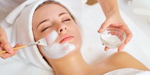 Aplikácia hlbkovo čistiacej a detoxikačnej pleťovej masky Detox Absolute