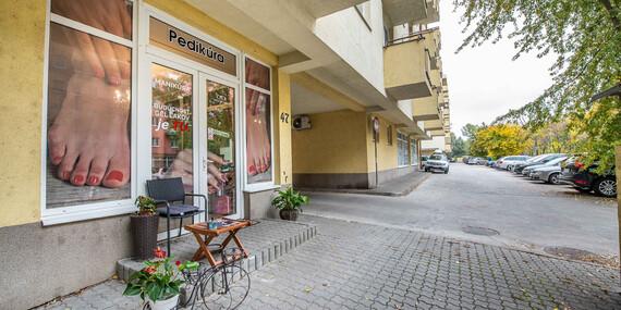 Kombinovaná wellness pedikúra, prístrojová suchá pedikúra či darčeková poukážka/Bratislava – Petržalka
