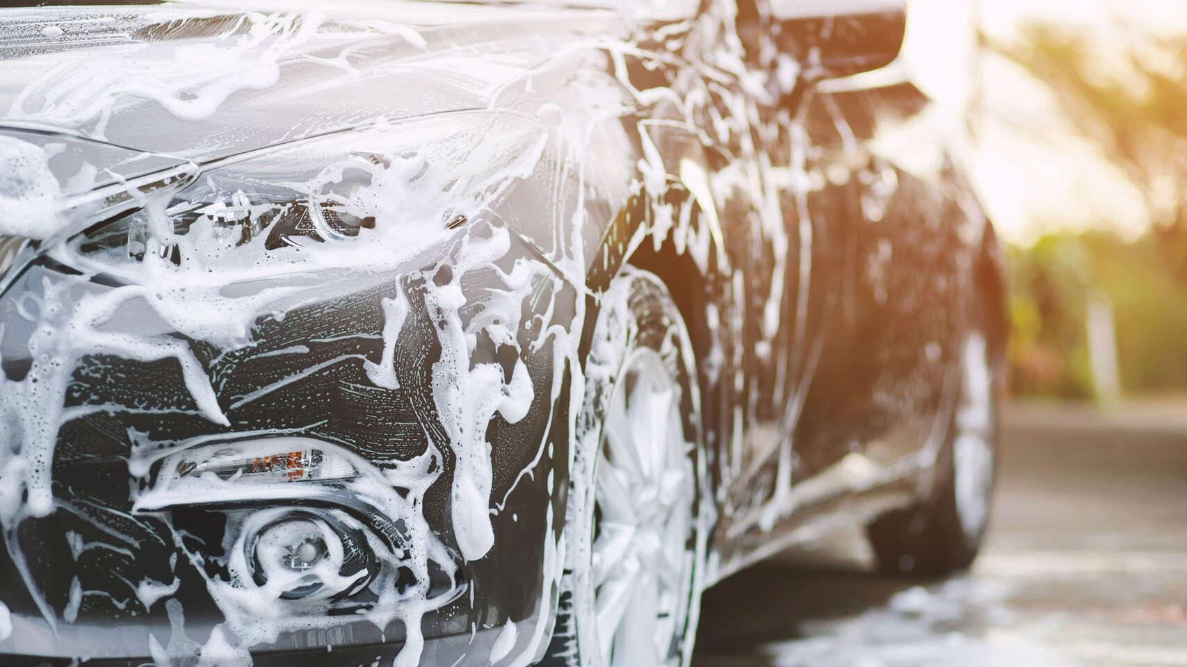 Umývanie auta - interiér, exteriér, tepovanie a nanesenie keramick...