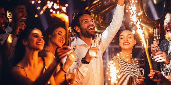 Silvestrovská párty, masáž a vstup do Spa & Aquapark Turčianske Teplice v Hoteli Rezident***/Turčianske Teplice