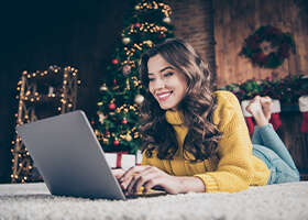 Slováci uprednostňujú online nákup darčekov pred kúpou  v kamenných predajniach