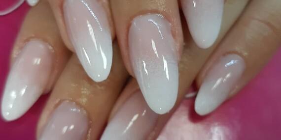Vždy upravené nechty vďaka manikúre, gél laku alebo modeláži v štúdiu Crystal/Žilina