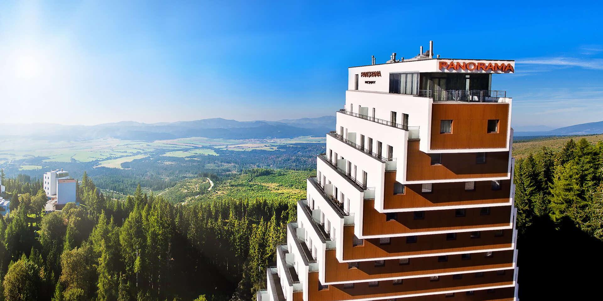 Relax v hoteli Panorama**** pri Štrbskom plese s wellness, polpenziou a dieťaťom zdarma