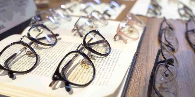 Štýlové dioptrické okuliare – rám, sklá, práca aj zábrus skiel + vyšetrenie zraku.