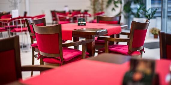 Misa rezňov pre 4 - 5 osôb alebo misa rezňov s prílohami pre dvoch v reštaurácii Rotoska - Slovenské špeciality/Bratislava – Rača