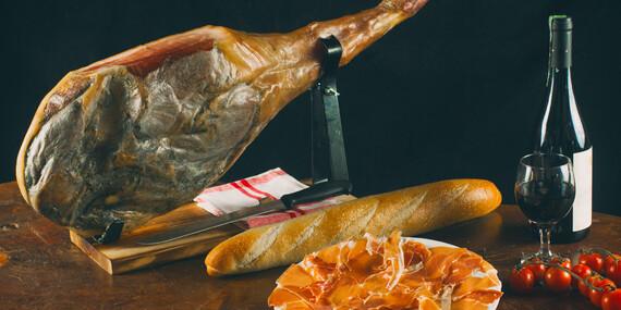Sada 5-kilovej šunky so stojanom a nožom + klobása alebo paella/Slovensko