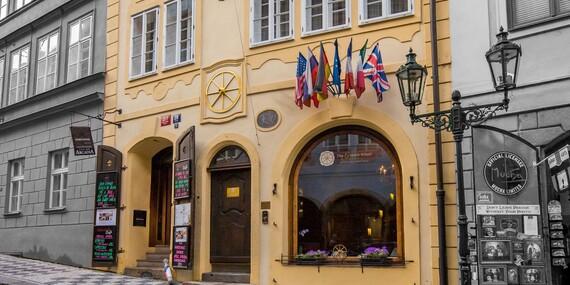 Romantický hotel The Golden Wheel v centre Prahy s výhľadom na hrad/Praha