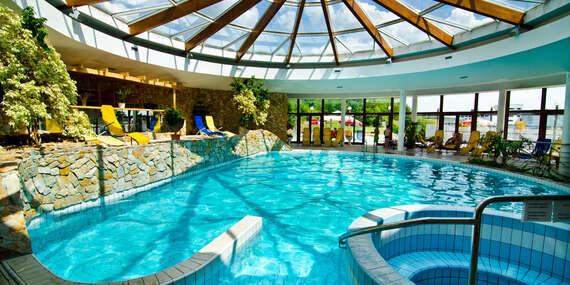 Neomezený relax v bazénu, lázeňské procedury a chutná strava v hotelu Flóra v Dudincích/Dudince