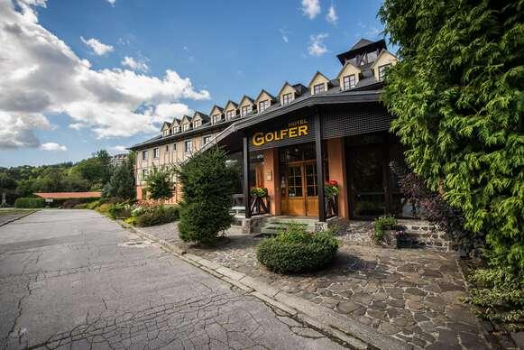 Rodinný hotel GOLFER*** v Kremnických vrchoch s polpenziou, bazénom a saunami