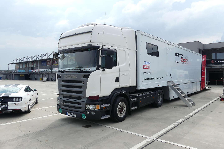 Šoférovanie ťahača Scania na letisku v Trenčíne, stačí vám v...