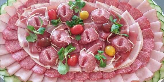 Obložené mäsové misy – ideálne pre vaše oslavy doma či v práci/Slovensko
