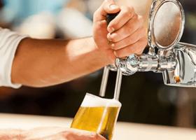 Máte radi pivo? Tieto pivárne v Bratislave musíte vyskúšať