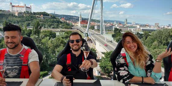 Brunch alebo pohárik v oblakoch – lietajúca reštaurácia, ktorá sa postará o nezabudnuteľný zážitok / Bratislava – Staré Mesto