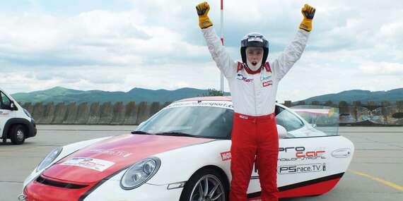 Jedinečná zážitková jazda pre teenagerov na Porsche 911 v GT3 úprave alebo na Forde Mustang GT V8 / Letisko Trenčín