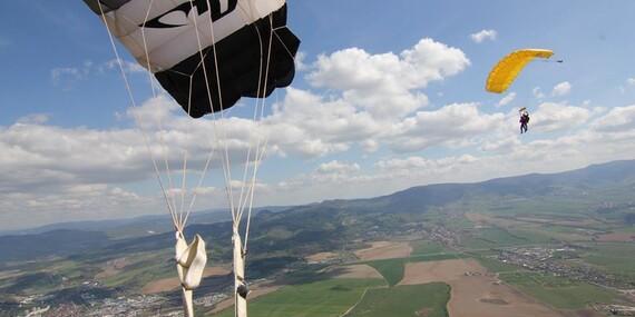 Tandemový zoskok z výšky až 3000 m n. m. nad Bojnicami/Prievidza - letisko