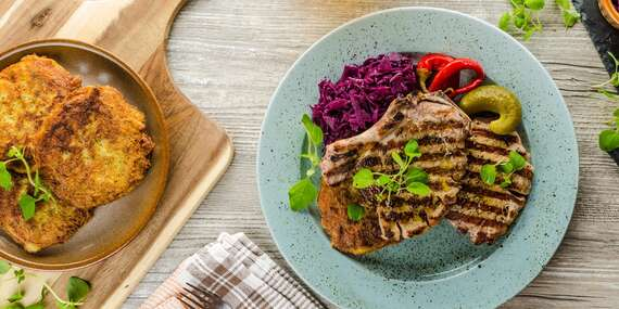 Bašta u Švejka ve Strašnicích - vepřové a kuřecí steaky s přílohou hranolků, domácích amerických brambor a bramboráčků až pro 6 osob + káva a zmrzlina/Praha 10 - Strašnice