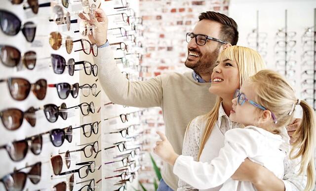 Zľava až do 50 % na okuliare v predajni Lens Optik De Rossi v Karlovej Vsi