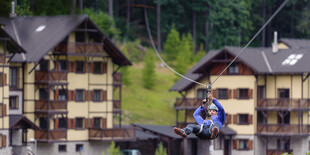 Tarzánia Hrabovo  - Zipline je 300 m dlhá lanovka ponad jazero z ktorej si užijete výhľady