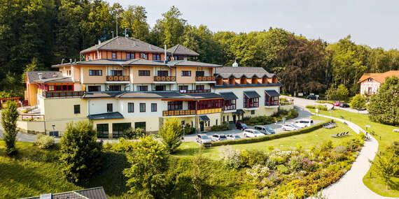 Neomezené wellness, sauna, polopenze i procedury v Hotelu Studánka uprostřed Orlických hor s překvapením na pokoji/Rychnov nad Kněžnou