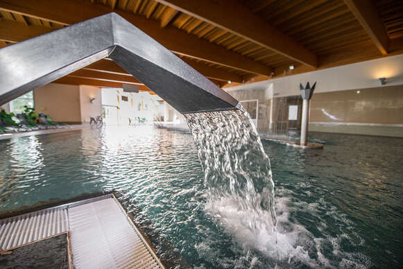 Neobmedzené kúpanie, wellness, procedúry a polpenzia v hoteli Hviezda*** v Dudinciach s nádherným výhľadom.