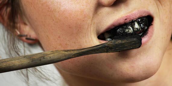 Aktívne uhlie na domáce bielenie zubov/Slovensko