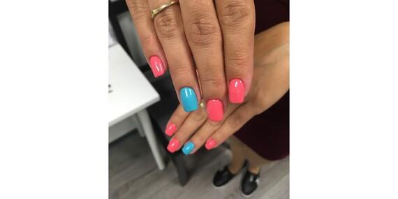 Nový gél-lak, krásne akrylové nechty alebo suchá pedikúra s One step gél lakom v salóne Beauty Studio Central/Bratislava – Ružinov
