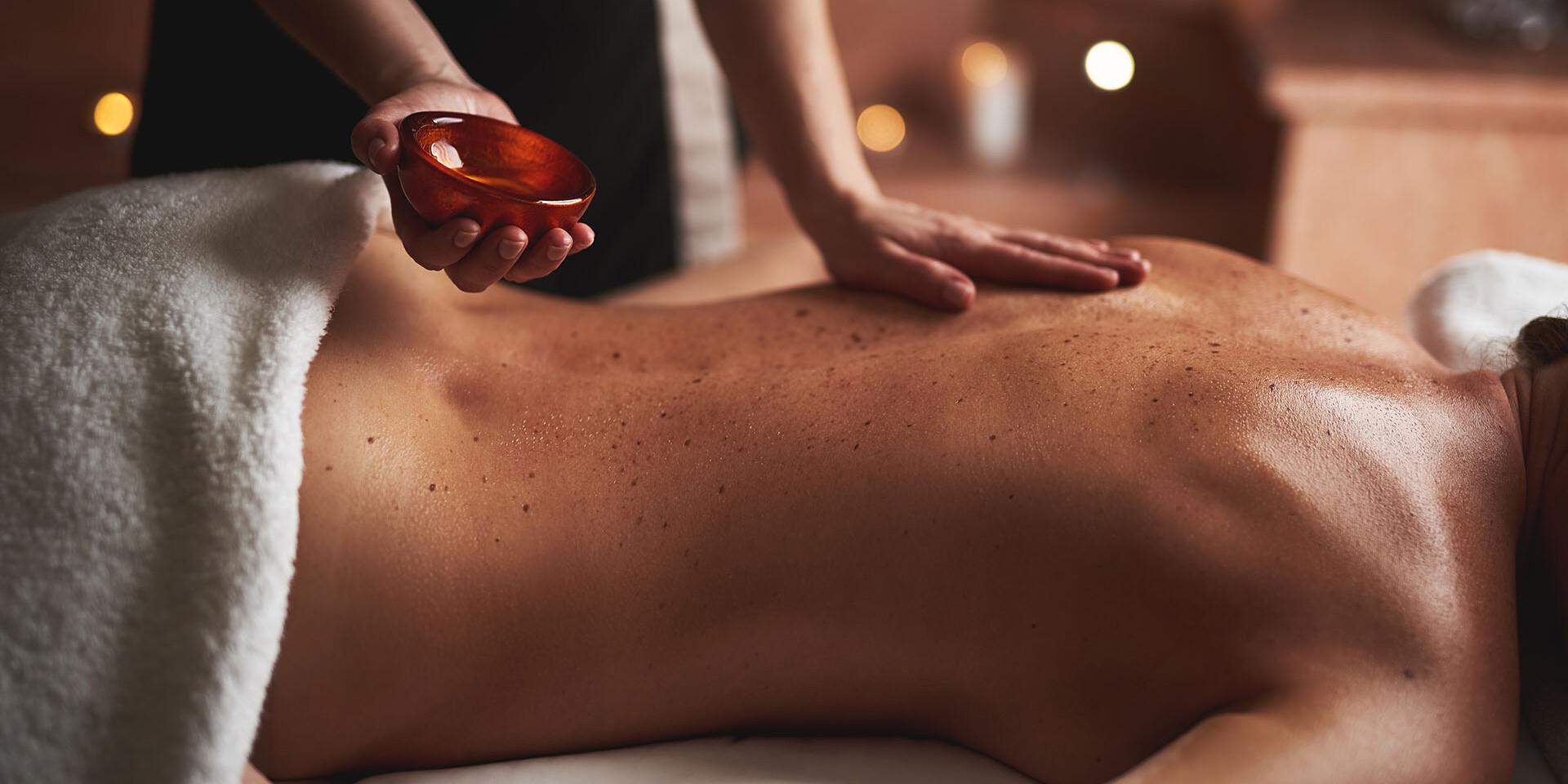 Základná masáž chrbta alebo celotelová uvoľňujúca pre sedavé zamestnanie