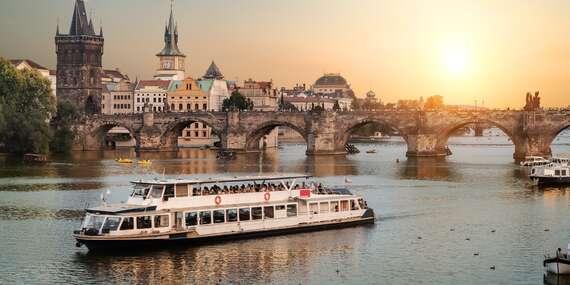 Dvouhodinová plavba po Vltavě s bohatým bufetem a krásami historické Prahy do června 2021/Praha