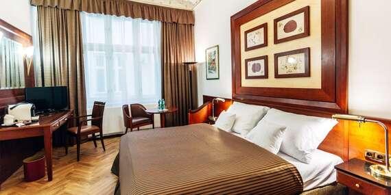 Lázeňské město Karlovy Vary jako na dlani z nového La Bohemia Hotel naproti Vřídelní kolonádě s ubytováním v designovým pokojích a snídaní / Karlovy Vary