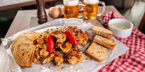 """Kuracie krídelká """"sweet chilli"""" s dvoma malými pivami/Bratislava - Karlova Ves"""