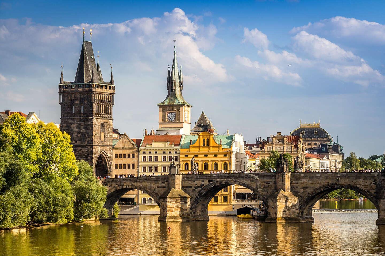 Stovežatá Praha s neobmedzeným vstupom do bazéna a raňajkami v hoteli Duo****