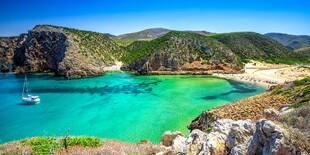 Krištáľovo čistá voda Sardínie