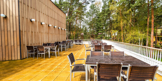 Jaro na břehu Máchova jezera v Hotelu Bezděz*** s polopenzí a bazénem bez omezení/Staré Splavy - Máchovo jezero