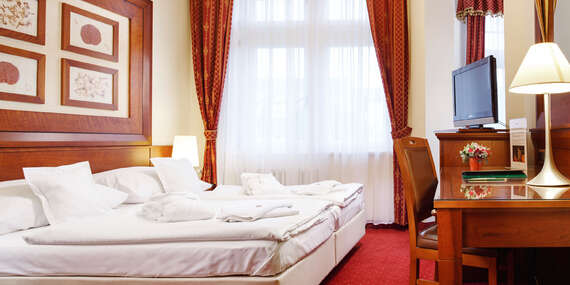 Ozdravný pobyt v lázeňském hotelu Smetana Vyšehrad**** v Karlových Varech s wellness a procedurami se stravováním dle variant / Karlovy Vary
