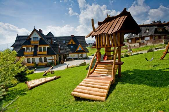 Obľúbený rodinný hotel Redyk*** s polpenziou, SPA a nádherným výhľadom na hory