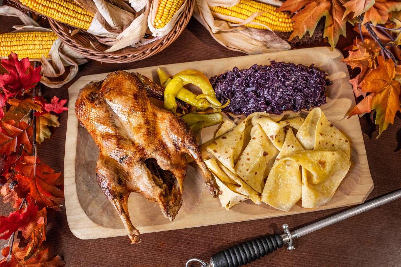 Pečená kačica pre 1, 2 aj 4 osoby v reštaurácii Rotoska s možnosťou take away alebo donáškou