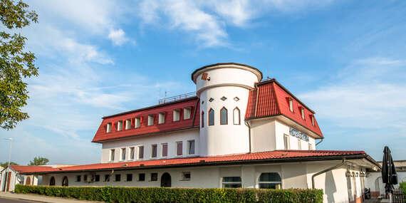 Romantika pro dva ve vinařské oblasti jižní Moravy v hotelu Styria spolopenzí a bazénem/Jihomoravský kraj - Chvalovice