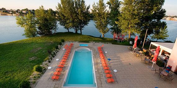 Výhodné ubytovanie na Slnečných jazerách s plážou a bazénom / Senec