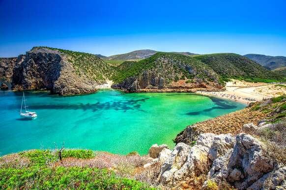 Kúpanie a spoznávanie čarovných ostrovov Sardínia a Korzika letecky z Bratislavy