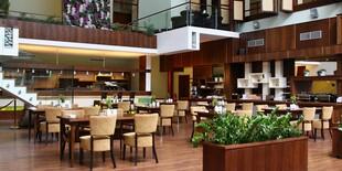 Reštaurácia Café Atrium vám zaručí príjemné posedenie a jedinečnú atmosféru pod presklenou pyramídou