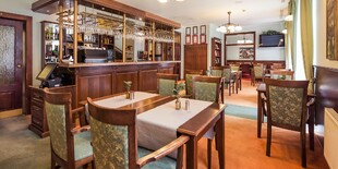 Súčasťou priestorov penziónu je reštaurácia, kde sa pre ubytovaných hostí podávajú raňajky