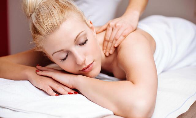 Klasická masáž chrbta alebo masáž chrbta a krku masážnymi olejmi Doterra + rašelinový zábal