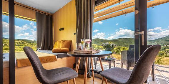Zážitkové ubytovanie na samote v prírode pre dvojicu, ktorá hľadá oddych a únik z mesta s panoramatickým výhľadom priamo z postele/Nová Baňa