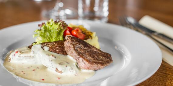 Steaky na štyri spôsoby v lukratívnom prostredí Bratislavského hradu v reštaurácii Hradná Hviezda/Bratislava – Staré Mesto
