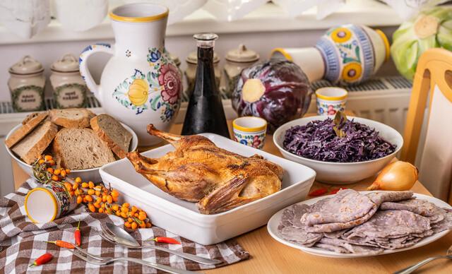 Pečená hus alebo kačka priamo na váš stôl s bezlepkovými lokšami