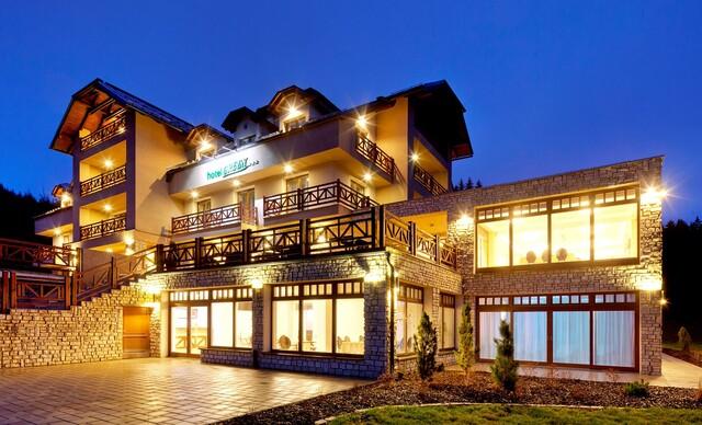 Hotel Green*** priamo pri nástupnej stanici lanovky SKI PARK Kubínska hoľa s wellness, polpenziou a platnosťou aj počas Veľkej noci