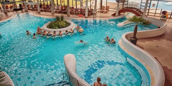 Oddych v termálnom vodnom svete Várkertfürdő s 18 bazénmi a 7 toboganmi/Maďarsko - Pápa